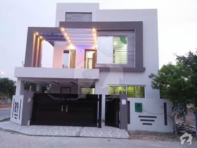 روز گارڈن بحریہ ٹاؤن لاہور میں 5 کمروں کا 8 مرلہ مکان 2.4 کروڑ میں برائے فروخت۔