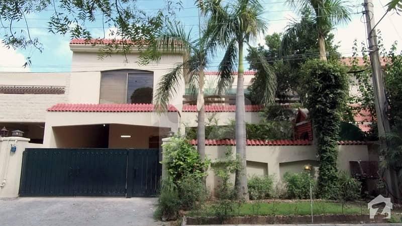 عسکری 9 عسکری لاہور میں 5 کمروں کا 12 مرلہ مکان 3.4 کروڑ میں برائے فروخت۔