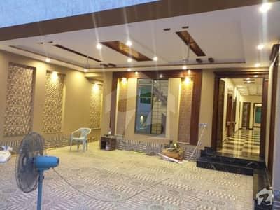 نشیمنِ اقبال فیز 2 - بلاک بی نشیمنِ اقبال فیز 2 نشیمنِ اقبال لاہور میں 7 کمروں کا 1 کنال مکان 2.65 کروڑ میں برائے فروخت۔