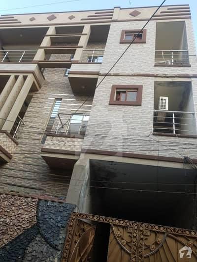 مسلم ٹاؤن لاہور میں 1 کمرے کا 3 مرلہ فلیٹ 18 ہزار میں کرایہ پر دستیاب ہے۔