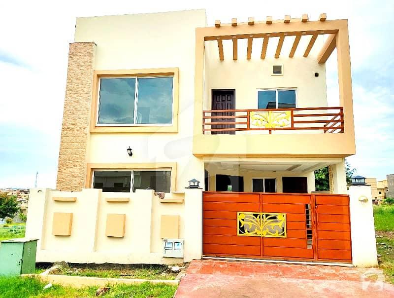 بحریہ ٹاؤن فیز 8 ۔ سفاری ویلی بحریہ ٹاؤن فیز 8 بحریہ ٹاؤن راولپنڈی راولپنڈی میں 5 کمروں کا 7 مرلہ مکان 1.55 کروڑ میں برائے فروخت۔
