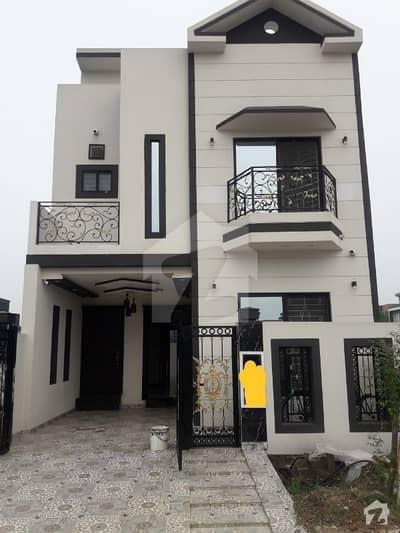 لیک سٹی ۔ سیکٹرایم ۔ 7 لیک سٹی رائیونڈ روڈ لاہور میں 4 کمروں کا 5 مرلہ فلیٹ 1.45 کروڑ میں برائے فروخت۔