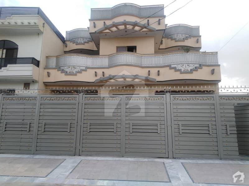 حیات آباد فیز 7 - ای5 حیات آباد فیز 7 حیات آباد پشاور میں 7 کمروں کا 10 مرلہ مکان 3.5 کروڑ میں برائے فروخت۔