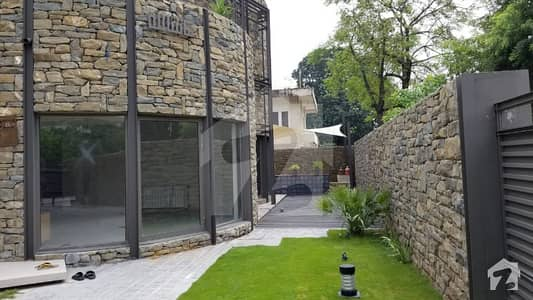 6 Bed Luxurious House For Rent In F-7