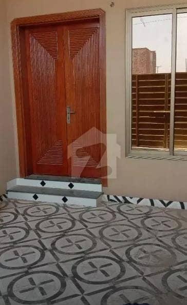 نیو شالیمار کالونی ملتان میں 3 کمروں کا 5 مرلہ مکان 36 ہزار میں کرایہ پر دستیاب ہے۔