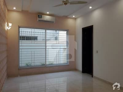 2250  Square Feet Upper Portion Available For Rent In Paragon City - Grove Block