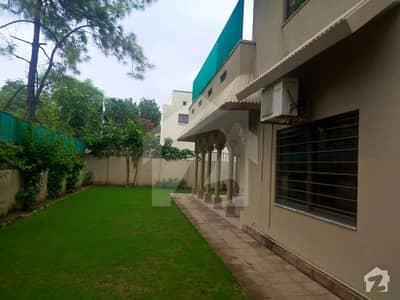 ایف ۔ 7 اسلام آباد میں 4 کمروں کا 10 مرلہ مکان 2.5 لاکھ میں کرایہ پر دستیاب ہے۔