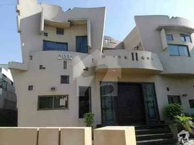 کینٹ لاہور میں 6 کمروں کا 1.05 کنال مکان 5.5 کروڑ میں برائے فروخت۔