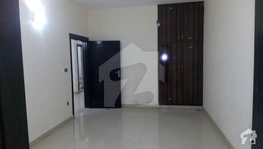 یونیورسٹی ٹاؤن پشاور میں 3 کمروں کا 5 مرلہ فلیٹ 75 لاکھ میں برائے فروخت۔