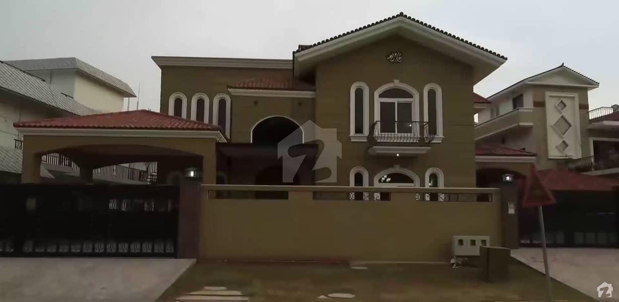 ایف ۔ 11 اسلام آباد میں 9 کمروں کا 1.33 کنال مکان 17 کروڑ میں برائے فروخت۔