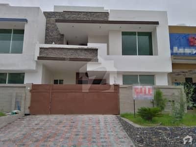 ایم پی سی ایچ ایس - بلاک سی 1 ایم پی سی ایچ ایس ۔ ملٹی گارڈنز بی ۔ 17 اسلام آباد میں 5 کمروں کا 8 مرلہ مکان 1.9 کروڑ میں برائے فروخت۔