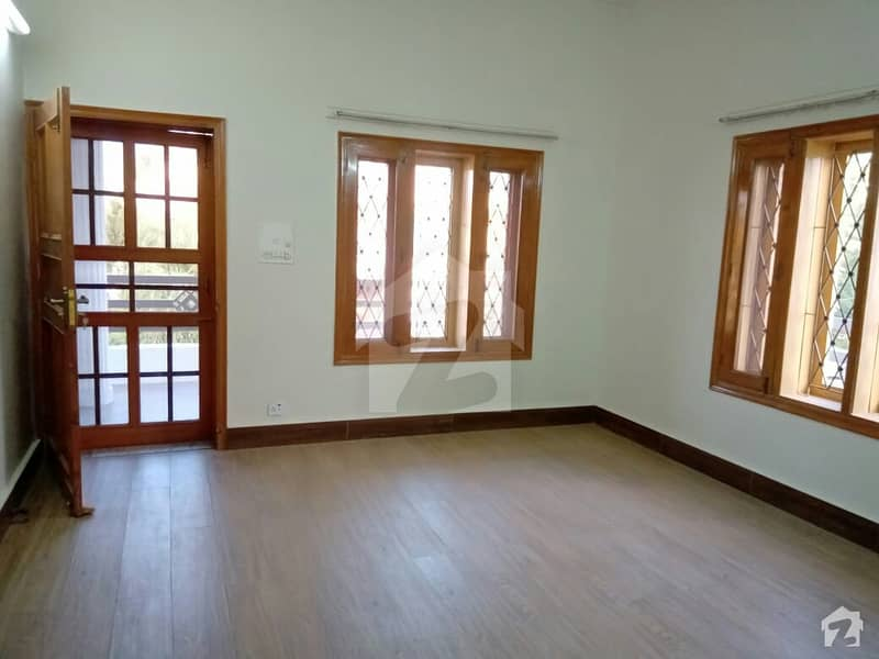 2450  Square Feet House In G-9/4 For Rent At Good Location