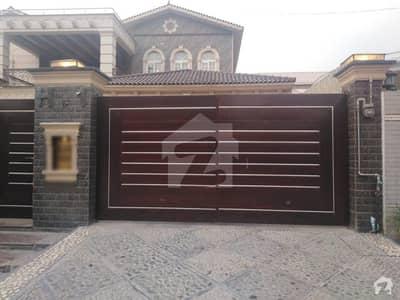 مال روڈ پشاور میں 8 کمروں کا 1.75 کنال مکان 25.5 کروڑ میں برائے فروخت۔