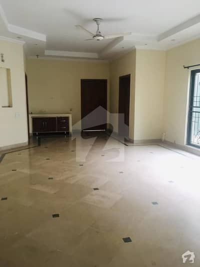 پی آئی اے ہاؤسنگ سکیم لاہور میں 4 کمروں کا 15 مرلہ مکان 75 ہزار میں کرایہ پر دستیاب ہے۔