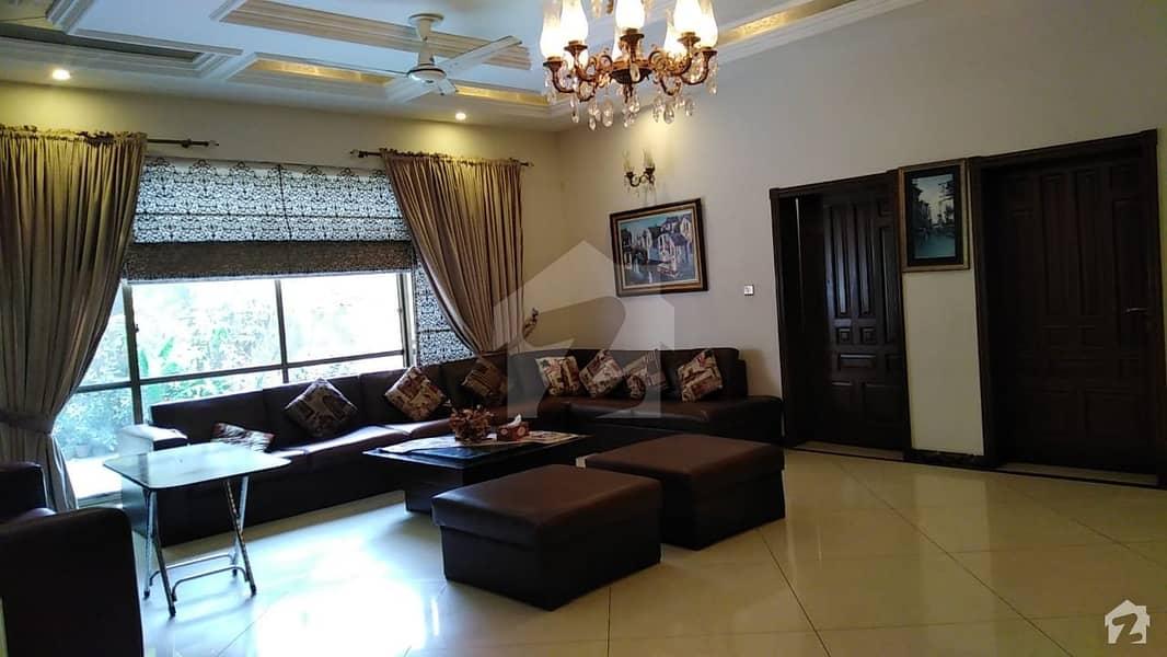 ڈیفینس آفیسر کالونی پشاور میں 7 کمروں کا 1.05 کنال مکان 9 کروڑ میں برائے فروخت۔