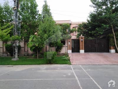 House Is Available For Sale In Aamer Town Canal Road Faisalabad