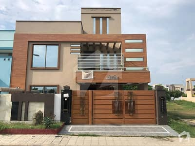 بحریہ ٹاؤن شاہین بلاک بحریہ ٹاؤن سیکٹر B بحریہ ٹاؤن لاہور میں 5 کمروں کا 10 مرلہ مکان 2.55 کروڑ میں برائے فروخت۔