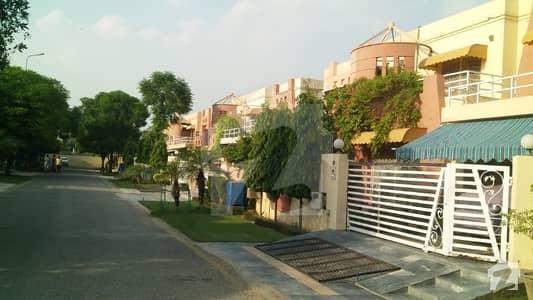 ڈی ایچ اے ہومز ڈی ایچ اے فیز 5 ڈیفنس (ڈی ایچ اے) لاہور میں 4 کمروں کا 10 مرلہ مکان 90 ہزار میں کرایہ پر دستیاب ہے۔