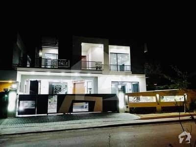 ڈی ایچ اے ڈیفینس فیز 2 ڈی ایچ اے ڈیفینس اسلام آباد میں 6 کمروں کا 1 کنال مکان 5.6 کروڑ میں برائے فروخت۔