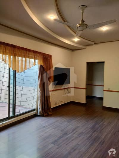 ڈی ایچ اے فیز 4 - بلاک ڈبل جی فیز 4 ڈیفنس (ڈی ایچ اے) لاہور میں 5 کمروں کا 1 کنال مکان 1.6 لاکھ میں کرایہ پر دستیاب ہے۔