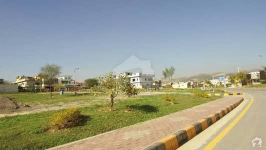 ایم پی سی ایچ ایس - بلاک سی 1 ایم پی سی ایچ ایس ۔ ملٹی گارڈنز بی ۔ 17 اسلام آباد میں 10 مرلہ رہائشی پلاٹ 45 لاکھ میں برائے فروخت۔