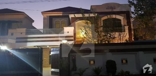 عسکری 10 - سیکٹر اے عسکری 10 عسکری لاہور میں 5 کمروں کا 1 کنال مکان 4.7 کروڑ میں برائے فروخت۔