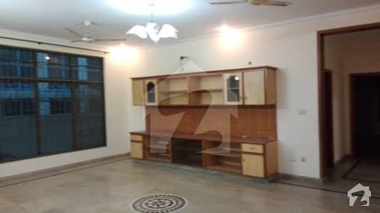 ڈی ایچ اے فیز 2 ڈیفنس (ڈی ایچ اے) لاہور میں 5 کمروں کا 1 کنال مکان 1.25 لاکھ میں کرایہ پر دستیاب ہے۔