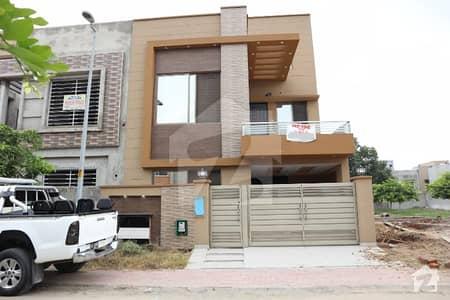 بحریہ ٹاؤن جناح بلاک بحریہ ٹاؤن سیکٹر ای بحریہ ٹاؤن لاہور میں 3 کمروں کا 5 مرلہ مکان 1.15 کروڑ میں برائے فروخت۔