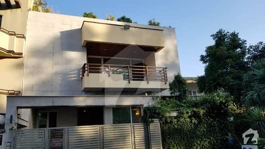 ایف ۔ 8 اسلام آباد میں 5 کمروں کا 10 مرلہ مکان 3.5 لاکھ میں کرایہ پر دستیاب ہے۔