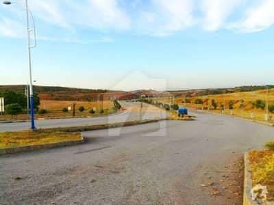 ڈی ایچ اے ڈیفینس فیز 3 ڈی ایچ اے ڈیفینس اسلام آباد میں 1.1 کنال رہائشی پلاٹ 1.75 کروڑ میں برائے فروخت۔