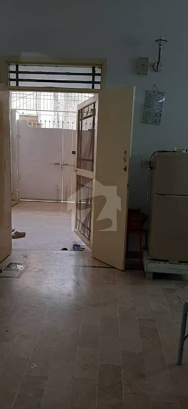 راشد منہاس روڈ کراچی میں 2 کمروں کا 6 مرلہ زیریں پورشن 38 ہزار میں کرایہ پر دستیاب ہے۔