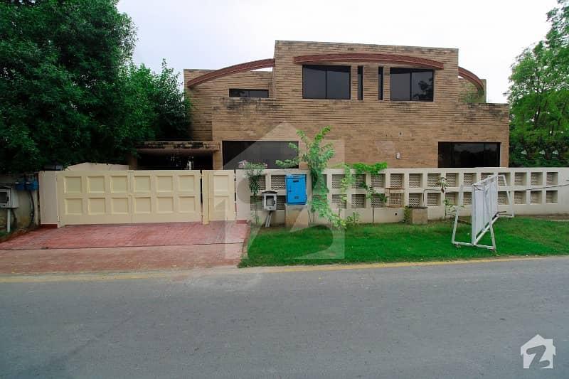 ڈی ایچ اے فیز 2 ڈیفنس (ڈی ایچ اے) لاہور میں 4 کمروں کا 10 مرلہ مکان 1.4 لاکھ میں کرایہ پر دستیاب ہے۔