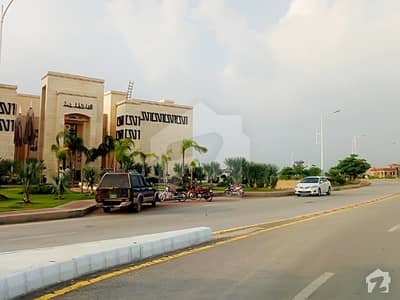 Top Heighted Corner Plot Side Boulevard