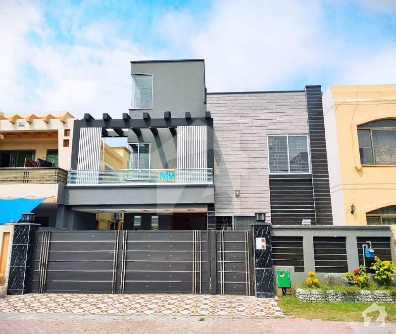 بحریہ ٹاؤن تکبیر بلاک بحریہ ٹاؤن سیکٹر B بحریہ ٹاؤن لاہور میں 5 کمروں کا 10 مرلہ مکان 2.1 کروڑ میں برائے فروخت۔