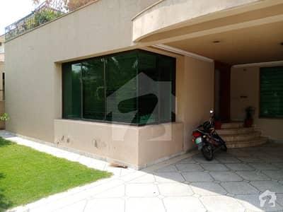 ڈی ایچ اے فیز 4 - بلاک ڈیڈی فیز 4 ڈیفنس (ڈی ایچ اے) لاہور میں 3 کمروں کا 1 کنال زیریں پورشن 85 ہزار میں کرایہ پر دستیاب ہے۔