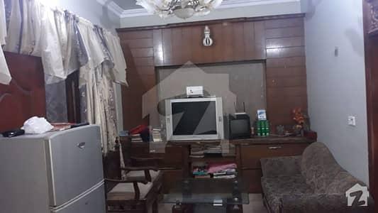 گلشن اقبال - بلاک 13 / D-2 گلشنِ اقبال گلشنِ اقبال ٹاؤن کراچی میں 2 کمروں کا 2.16 کنال بالائی پورشن 1.2 کروڑ میں برائے فروخت۔