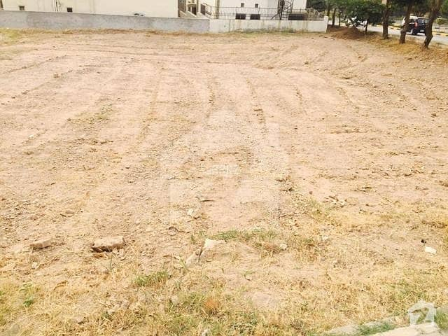 300 Sq Yards 100ft Road West Open Plot For Sale