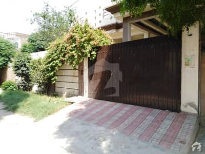 Perfect 8 Marla House In Khan Village For Sale