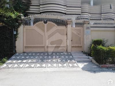 حیات آباد فیز 4 - این1 حیات آباد فیز 4 حیات آباد پشاور میں 9 کمروں کا 1 کنال مکان 6.5 کروڑ میں برائے فروخت۔