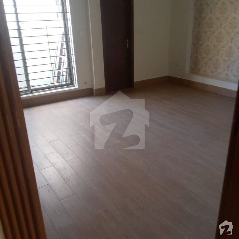 اسٹیٹ لائف ہاؤسنگ فیز 1 اسٹیٹ لائف ہاؤسنگ سوسائٹی لاہور میں 4 کمروں کا 10 مرلہ مکان 75 ہزار میں کرایہ پر دستیاب ہے۔