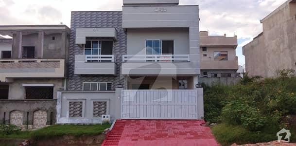 جناح گارڈنز فیز 1 جناح گارڈنز ایف ای سی ایچ ایس اسلام آباد میں 5 کمروں کا 7 مرلہ مکان 1.65 کروڑ میں برائے فروخت۔