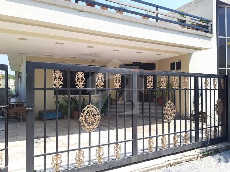 4 Bed 2 Master Bed 2 Beds On Ground Floor And 2 Beds On Basement Total 6 Washrooms 2 Powder Rooms And 4 Attached Washrooms Well Maintained