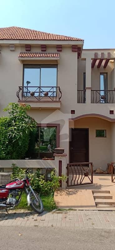 ایگزیکٹِو لوجِز پیراگون سٹی لاہور میں 3 کمروں کا 3 مرلہ مکان 80 لاکھ میں برائے فروخت۔