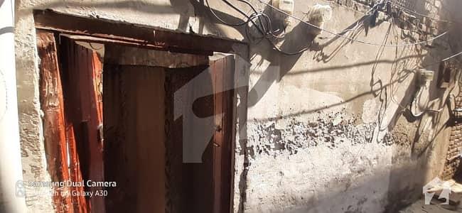 سوڈیوال کوارٹرز ملتان روڈ لاہور میں 4 کمروں کا 3 مرلہ مکان 53 لاکھ میں برائے فروخت۔