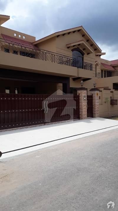 1 Kanal Brig House Available For Sale In Askari-10 Lahore