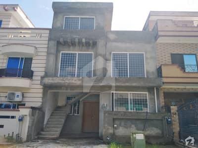 ڈی ۔ 12 اسلام آباد میں 4 کمروں کا 4 مرلہ مکان 2.05 کروڑ میں برائے فروخت۔
