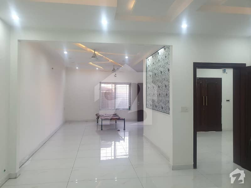 10 Marla Hot Location Bed House For Rent