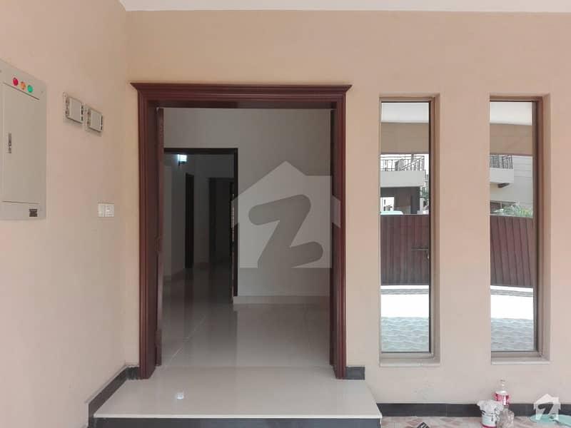 عسکری 10 - سیکٹر ایف عسکری 10 عسکری لاہور میں 5 کمروں کا 1 کنال مکان 4.2 کروڑ میں برائے فروخت۔