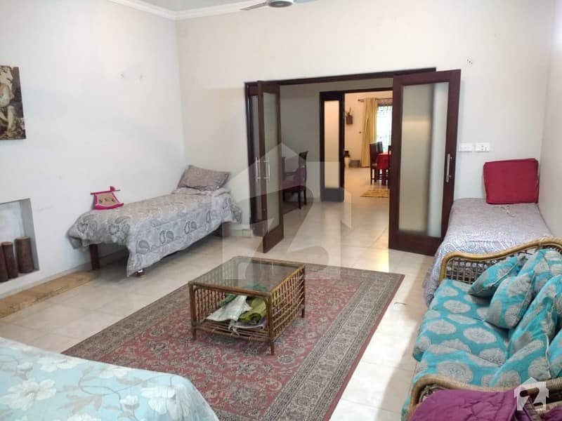 بیدیاں روڈ لاہور میں 4 کمروں کا 2 کنال فارم ہاؤس 25 ہزار میں کرایہ پر دستیاب ہے۔