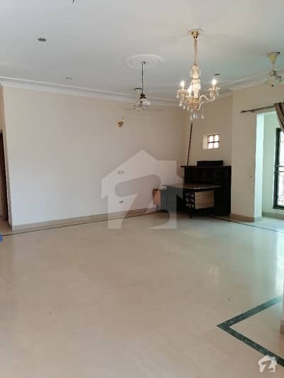 1 Kanal Out Standing  Upper Portion For Rent In Nfc Block C  At Hot  Location